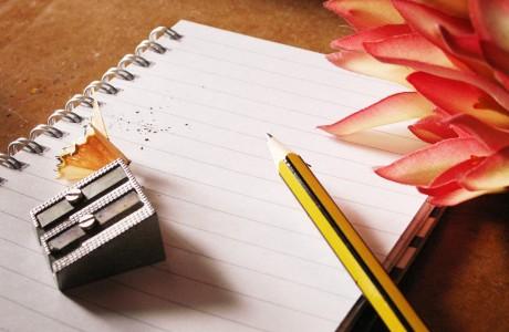 """""""איך כותבים סיפור"""" הסופרת אסתי ג. חיים בסדנת כתיבה"""